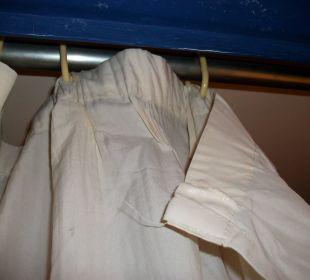 Abgerissener Duschvorhang