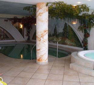 Schwimmbad und Whirlpool Hotel Lärchenhof