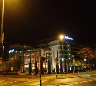 Hotel bei Nacht Radisson Blu Hotel Köln