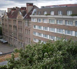 Viel Grün vor dem Fenster Hotel Crowne Plaza Berlin City Centre