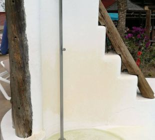 Dusche am Pool Hotel Miraflor Suites