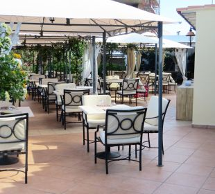 À la carte Restaurant auf der Terrasse Hotel Gabbiano Azzurro