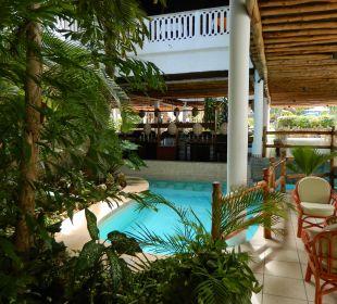 2. Poolbar Hotel Traveller's Club