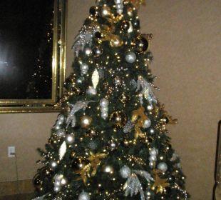 Weihnachtsbaum bei den Aufzügen Hotel Westin New York Grand Central