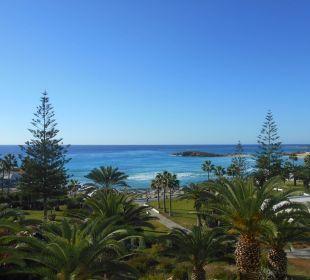 Blick vom Hotel zur Nissi beach Hotel Nissi Beach Resort
