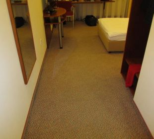 Eingangsbereich & Garderobe Globana Airport Hotel