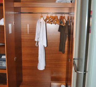 Kleiderschrank Vida Hotel Downtown Dubai