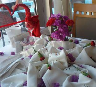 Liebevoll gedeckter Tisch Hotel Narcia Resort Side