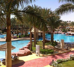 Widok z pokoju na basen 10.2013r Hotel Tropicana Azure Club