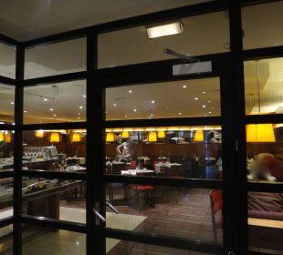 Blick in den Frühstücksraum K+K Palais Hotel