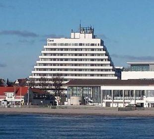 Blick auf das Hotel von der Seebrücke Carat Golf & Sporthotel Residenz