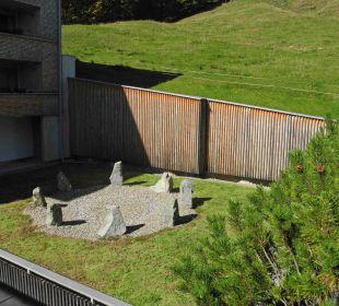 Steinkreis im Innenhof Hubertus Alpin Lodge & Spa
