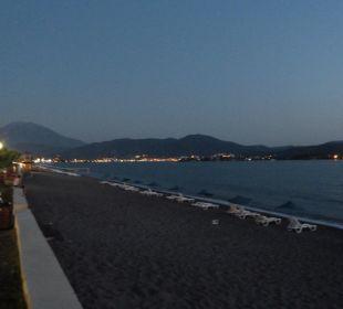 Der Strand und die Promenade am Abend Hotel Günes