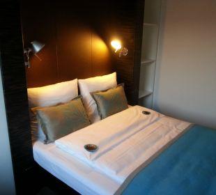 Doppelbett im Einzelzimmer Motel One Nürnberg-City