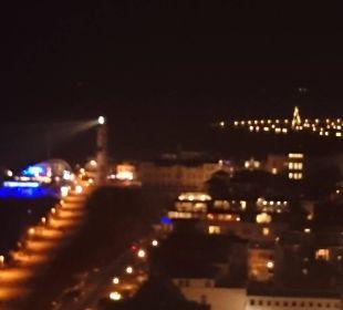 Nächtlicher Ausblick aus dem 18. Stock Hotel Neptun