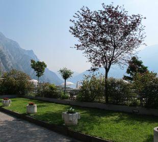 Blick zum See Hotel Cristina