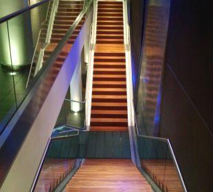 Treppe vom ersten Obergeschoss zur Rezeption Hotel centrovital
