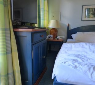 Blaue Flecken waren in dem engen Zimmer garantiert Mondi-Holiday Seeblickhotel Grundlsee