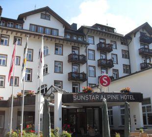 Blick vom Parkplatz Sunstar Alpine Hotel Flims