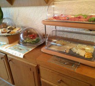 Wurst und Käse in großer Auswahl WellVital Hotel Tyrol