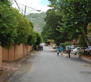 Straße zum Strand Hotel Costa Linda