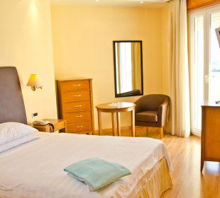Einyelzimmer mit Französischen Bett Hotel Leonardo Da Vinci