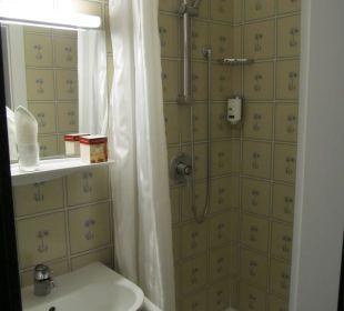 Sehr kleines Bad im Einzelzimmer Hotel Erzherzog Rainer
