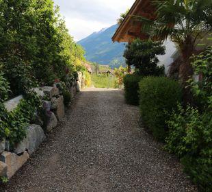 Weg von Hauptgebäude zur Residence Hotel Zirmerhof