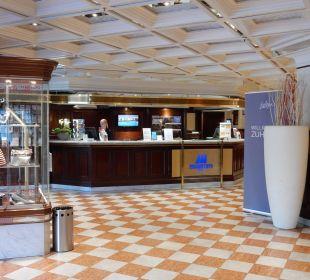 Hotelhalle mit Rezeption Maritim Hotel Nürnberg