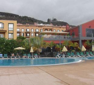 Außenansicht mit Pool Hotel Las Olas