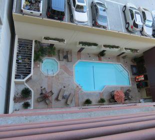 Pool vom Balkon Best Western Hotel Bayside Inn