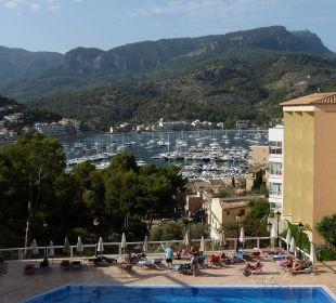 Blick von der Terrasse über den Pool auf den Hafen SENTIDO Porto Soller