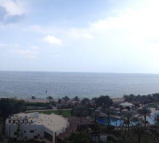 Panorama zum Strand Hotel Le Meridien Al Aqah Beach Resort