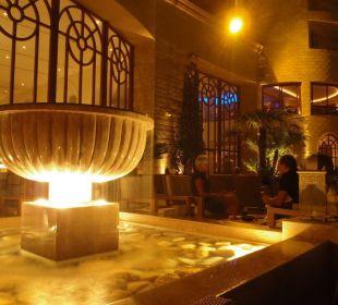 Fontanna na tarasie Hotel Mövenpick Resort & Marine Spa Sousse