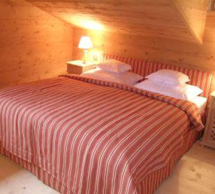 Schlafzimmer mit Boxspring-Doppelbett, Appt. 5 Landhaus Schloss Anras
