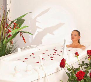 Rosenbad im Wellnessbereich Die Gams Hotel - Resort