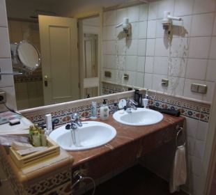 Bad vom Deluxe Zimmer Hotel Barceló Corralejo Bay