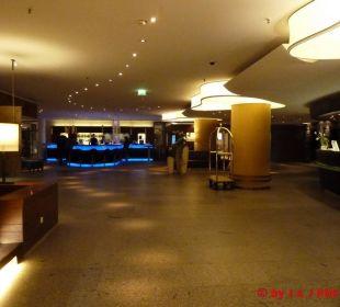 Die Lobby mit Rezeption und Bar Hotel Neptun