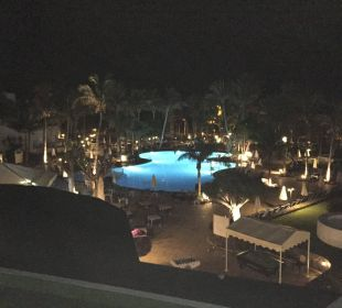 Blick vom Balkon auf die Poolanlage Hotel Hipotels La Geria
