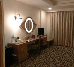 Anrichte, Kleiderschrank & Safe Hotel Royal Dragon
