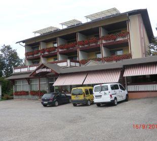 Haupteingang mit Terrasse Hotel Menüwirt