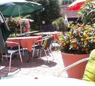 Unsere PanoramaTerrasse mit Blumenschmuck  Landhaus FühlDichWohl