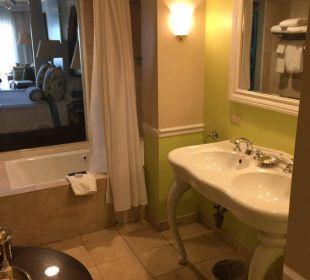 Bad mit Blick in das Zimmer Hotel Ocean Key Resort & Spa