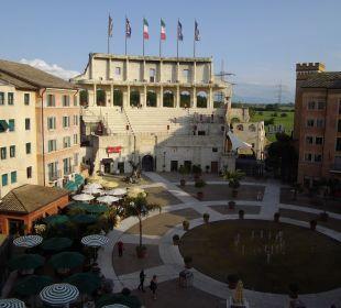 Blick vom Zimmer auf die Piazza Hotel Colosseo Europa-Park