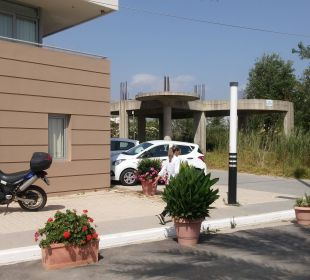 Rechts die Bauruine: unser kleiner Punktabzug nebe Hotel Corissia Princess
