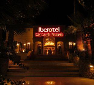 Haupteingang bei Nacht Hotel Iberotel Makadi Beach