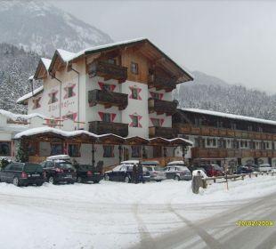 Ansicht Straßenseite Hotel Alpenhof