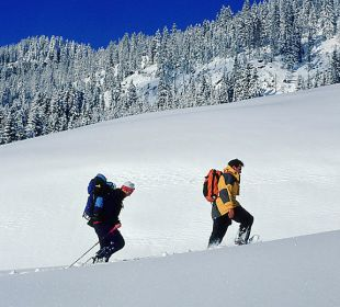 Schneeschuhwanderungen direkt über uns buchbar Ferienwohnungen Thannheimer