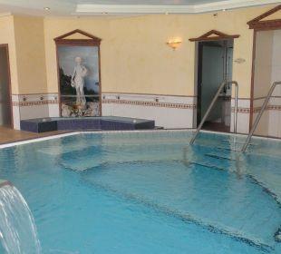 Innenbad mit Figuren in Nischen Belvédère Strandhotel