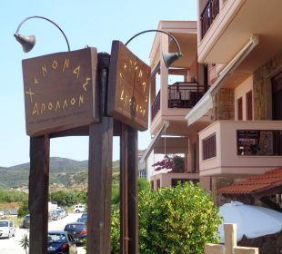 Seitlicher Blick auf das Hotel Apollon Xenonas Apparthotel